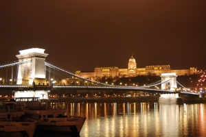 The_Szechenyi_Chain_Bridge_and_Royal_Palace_(Buda_Castle),_Budapest,_Hungary