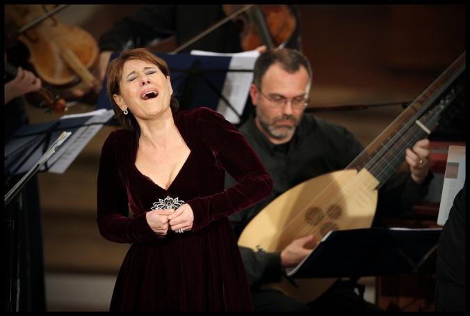 silence-maria-bayo-orchestra